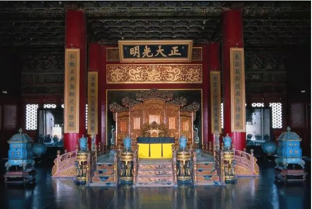 故宫太和殿帝王宝座周围的景泰蓝制品