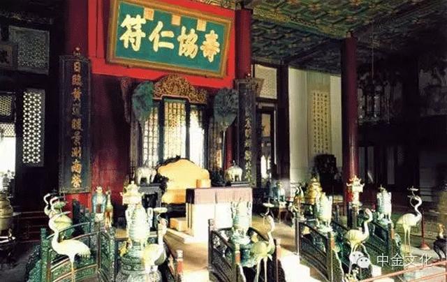 颐和园仁寿殿帝王宝座周围的景泰蓝制品