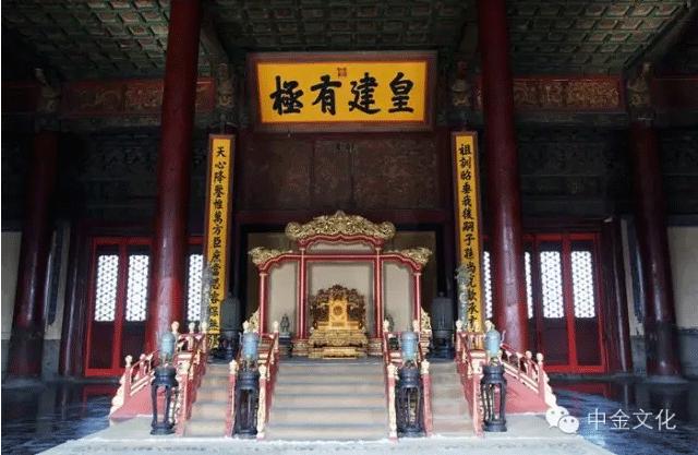 故宫保和殿帝王宝座周围景泰蓝制品